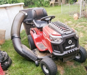 Physical outlook of Troy Bilt 540cc Briggs & Stratton Intek Automatic 46 Inch Riding Lawn Mower
